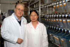 Dr. Uitto and Dr. Li in the Jefferson Core Research Facility